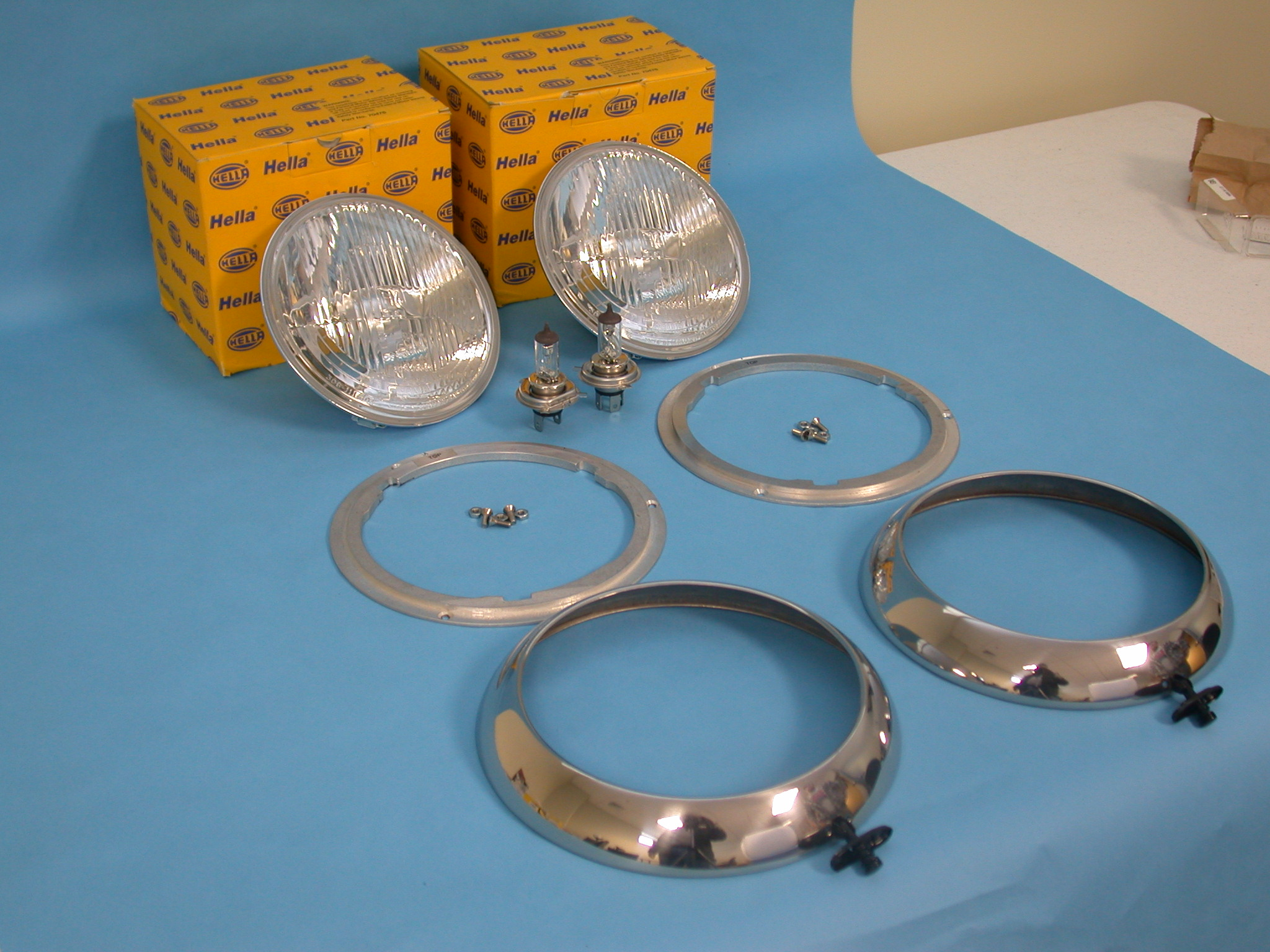 THIS IS WHAT COMES IN THE KIT.  2)HELLA BULBD, 2) ADAPTOR RINGS, 2) CUSTOM STAINLESS TRIM RINGS, 1) COMPLETE HARDWARE KIT.